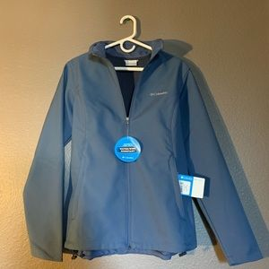 NEW large women's Columbia Brand jacket